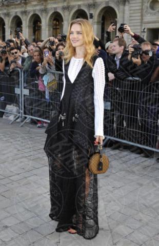 Natalia Vodianova - Parigi - 03-10-2017 - Parigi come Hollywood, sfilata di attori al Louis Vuitton Show