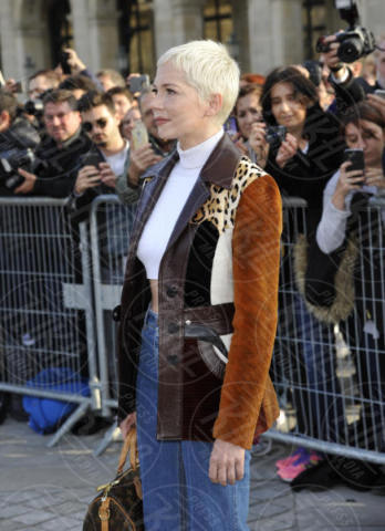 Michelle Williams - Parigi - 03-10-2017 - Parigi come Hollywood, sfilata di attori al Louis Vuitton Show