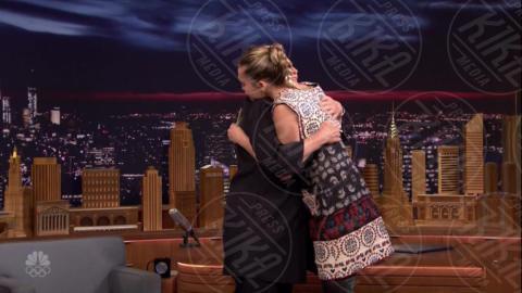 Hillary Clinton, Miley Cyrus - New York - 05-10-2017 - Miley Cyrus piange per Hillary Clinton e le chiede un abbraccio