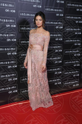 Katy Saunders - Verona - 10-02-2015 - Intimissimi on Ice, Irina Shayk stella in verde sul red carpet