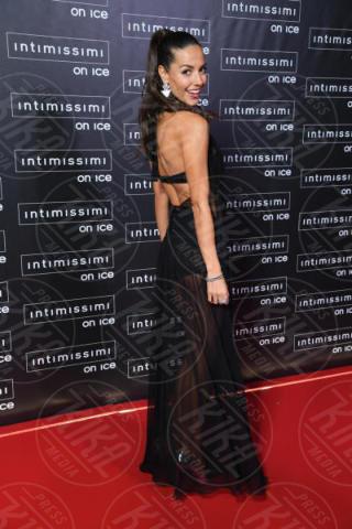 Laura Barriales - Verona - 10-02-2015 - Intimissimi on Ice, Irina Shayk stella in verde sul red carpet