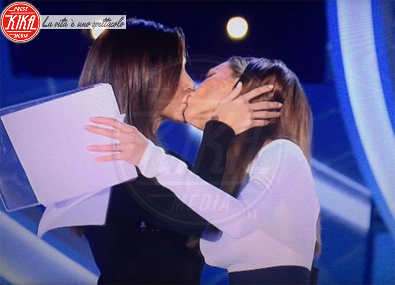 Belen Rodriguez, Ilary Blasi - Roma - 09-10-2017 - Gf Vip 2, il bacio saffico imperdibile tra Belen e Ilary Blasi