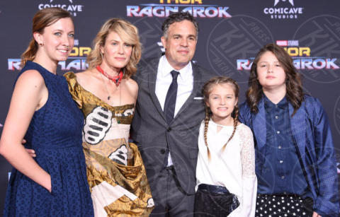 Mark Ruffalo - Hollywood - 10-10-2017 - Chris Hemsworth, per Thor: Ragnarok il red carpet è in coppia!