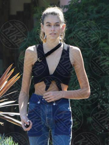 Kaia Gerber - Malibu - 11-10-2017 - Quanto è magra Kaia Gerber! Spettro anoressia per la modella