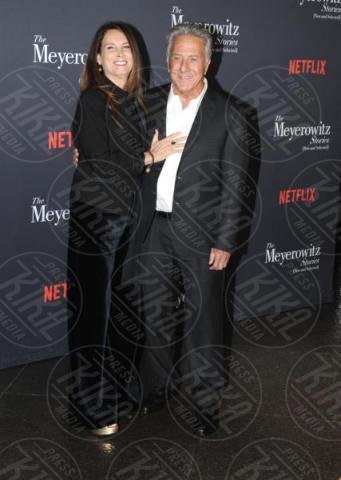 Lisa Gottsegen, Dustin Hoffman - Hollywood - 11-10-2017 - Adam Sandler, tranquillo: alla cravatta ci pensa Dustin Hoffman!