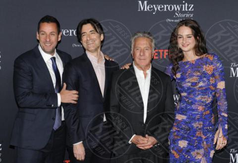 Grace Van Patten, Noah Baumbach, Adam Sandler, Dustin Hoffman - Hollywood - 11-10-2017 - Adam Sandler, tranquillo: alla cravatta ci pensa Dustin Hoffman!