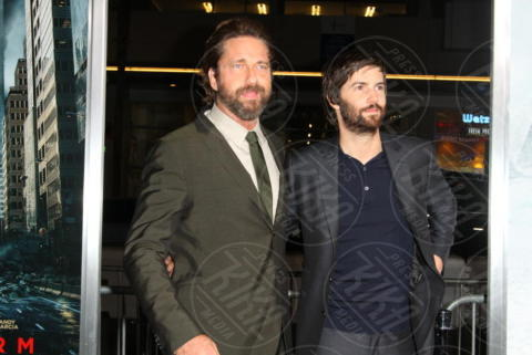 Jim Sturgess, Gerard Butler - Los Angeles - 16-10-2017 - Gerard Butler e Abbie Cornish scatenano una tempesta a Hollywood