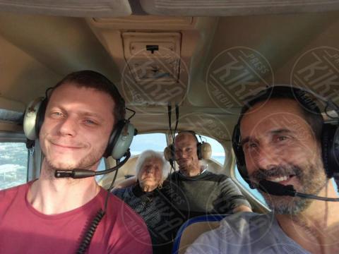 Nella Crisci, Mino Iacopini, Mirko Iacopini - Massa Carrara - Nella, 100 anni, ha realizzato il suo sogno di... volare!