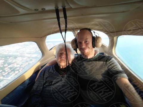 Nella Crisci, Mirko Iacopini - Massa Carrara - Nella, 100 anni, ha realizzato il suo sogno di... volare!