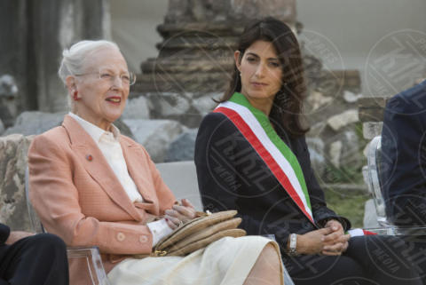 Virginia Raggi, Regina Margherita di Danimarca - Roma - 26-10-2017 - Margherita II di Danimarca a Roma, una Regina al Foro di Cesare