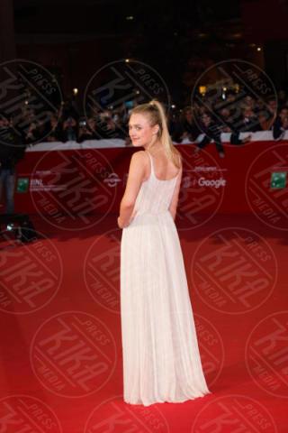 Dakota Fanning - Roma - 31-10-2017 - Festa di Roma: Dakota Fanning in bianco sul red carpet