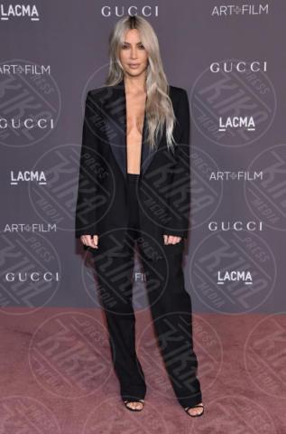 Kim Kardashian - Los Angeles - 04-11-2017 - Blake Lively: pantaloni? No grazie, sotto la giacca... niente!