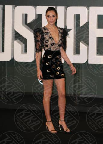 Gal Gadot - Londra - 04-11-2017 - Gal Gadot tutta baci: WW sensualissima per Justice League
