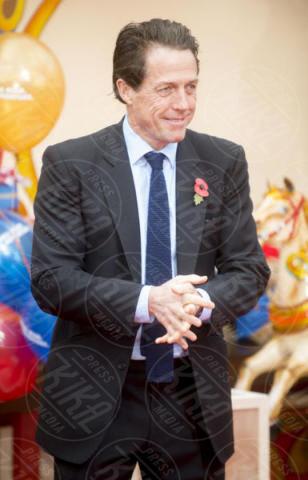 Hugh Grant - Londra - 05-11-2017 - Hugh Grant sempre più vecchio: guarda che zampe di gallina!