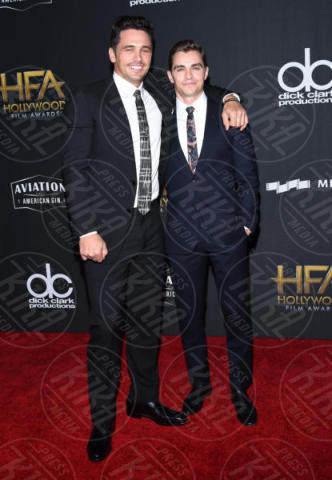 Dave Franco, James Franco - Beverly Hills - 05-11-2017 - Angelina Jolie raggiante e bellissima agli Hollywood Film Awards