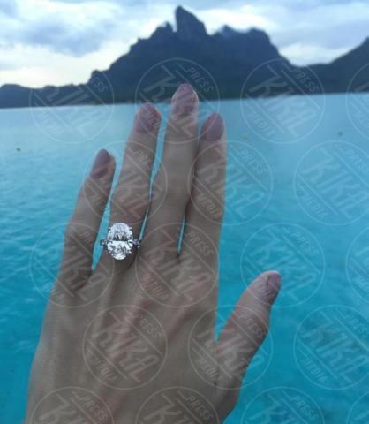 Caroline Wozniacki - Emily Ratajkowski mostra l'enorme anello di fidanzamento