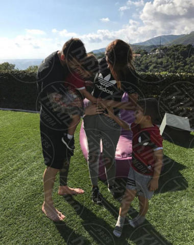 Mateo Messi, Thiago Messi, Antonella Roccuzzo, Lionel Messi - Los Angeles - 08-11-2017 - Anche nel 2018 la cicogna farà gli straordinari