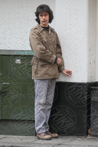 Ben Whishaw - Londra - 07-11-2017 - A Very English Scandal: Ben Whishaw, che fatica con quell'alano!