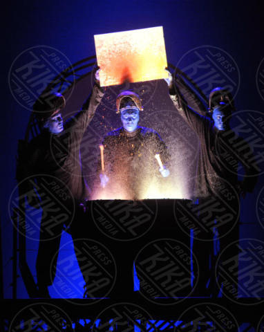 Blue Man Group - Milano - 08-11-2017 - Il Teatro degli Arcimboldi si colora di blu con i Blue Man Group