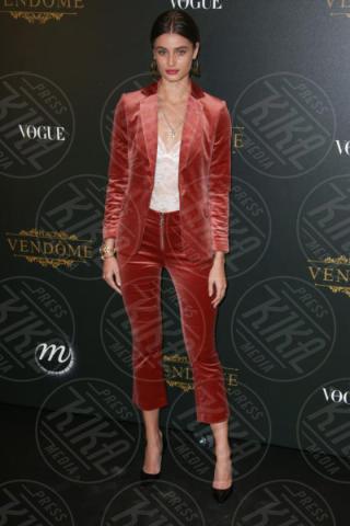 Taylor Hill - Parigi - 01-10-2017 - Bella Thorne , per il compleanno un must: il velluto!