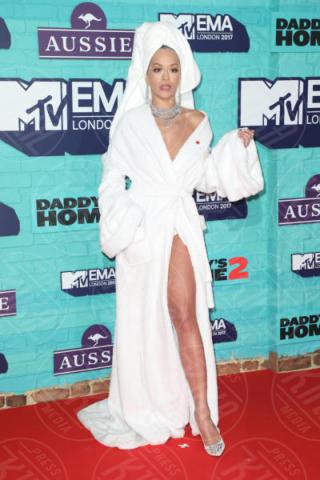 Rita Ora - Londra - 12-11-2017 - Rita Ora l'Atomica: anche ai Grammy, lo spacco è la sua firma!