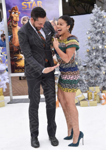 Gina Rodriguez, Zachary Levi - Westwood - 12-11-2017 - Senza Mariah Carey la vera Star è Brandon... di Beverly Hills