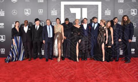 Chuck Roven, Joe Morton, Gal Gadot, Ray, JK Simmons, Diane Lane - Hollywood - 13-11-2017 - Amber Heard in Versace è il trionfo del vedo non vedo