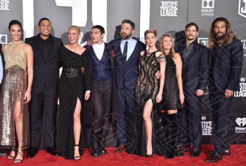 Ray Fisher, Gal Gadot, Ezra Miller, Connie Nielsen, Ben Affleck - Hollywood - 13-11-2017 - Amber Heard in Versace è il trionfo del vedo non vedo