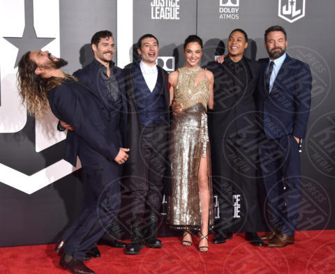 Ray Fisher an, Jason Momoa, Henry Cavill, Gal Gadot, Ezra Miller - Hollywood - 13-11-2017 - Amber Heard in Versace è il trionfo del vedo non vedo