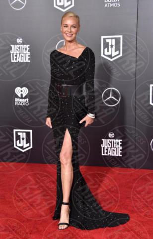 Connie Nielsen - Hollywood - 13-11-2017 - Amber Heard in Versace è il trionfo del vedo non vedo