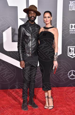 Gary Clark jr., Nicole Trunfio - Hollywood - 13-11-2017 - Amber Heard in Versace è il trionfo del vedo non vedo