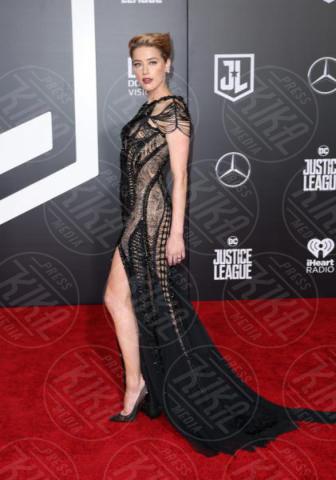 Amber Heard - Los Angeles - 14-11-2017 - Amber Heard in Versace è il trionfo del vedo non vedo