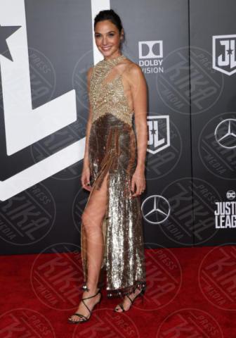 Gal Gadot - Los Angeles - 14-11-2017 - Amber Heard in Versace è il trionfo del vedo non vedo
