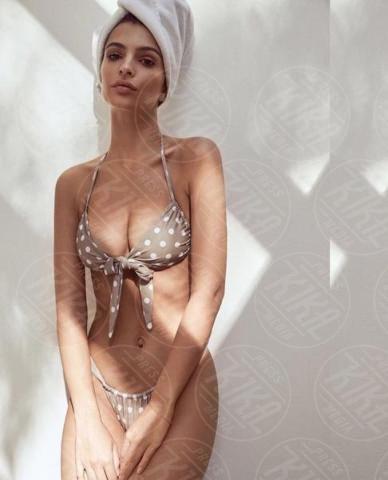 Emily Ratajkowski - Los Angeles - 17-11-2017 - Estate 2018: Bikini, trikini, intero, qual è il costume per te?