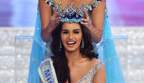 Stephanie Del Valle, Manushi Chhillar - 18-11-2017 - Ecco Manushi Chhillar, 20 anni, Miss Mondo 2017