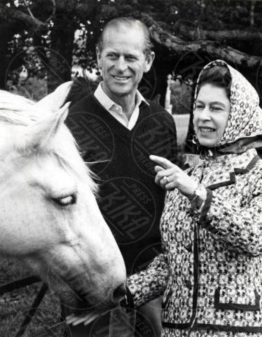 Regina Elisabetta II, Principe Filippo Duca di Edimburgo - Balmoral - 01-10-1972 - Da Elisabetta II a Meghan: gli anelli più preziosi del reame