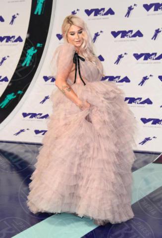 Kesha - Los Angeles - 26-08-2017 - Chi lo indossa meglio? Nuvole di tulle e balze per Pink e Kesha
