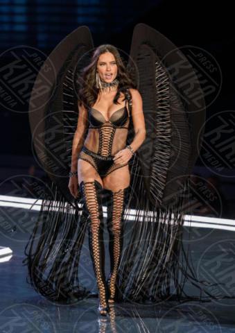 Victoria's Secret Fashion Show, Adriana Lima - Shanghai - 20-11-2017 - Fermi tutti! Gli angeli di Victoria's Secret sfilano a Shanghai