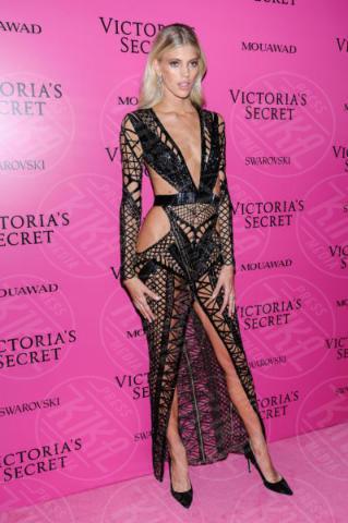 Devon Windsor - Shanghai - 20-11-2017 - Jennifer Lopez e Kate Beckinsale, chi lo indossa meglio?