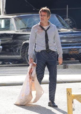 Chris Pine - Los Angeles - 02-12-2017 - Chris Pine insanguinato per il nuovo film di Patty Jenkins