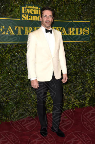 Londra - 03-12-2017 - Keira Knightley, nuvola di tulle che incorona Andrew Garfield
