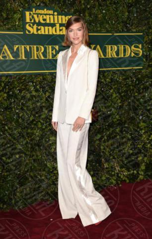 Arizona Muse - Londra - 03-12-2017 - Keira Knightley, nuvola di tulle che incorona Andrew Garfield