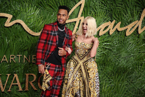 Lewis Hamilton, Donatella Versace - Londra - 04-12-2017 - Selena Gomez & Co.: ai Fashion Awards trionfano bellezza e stile