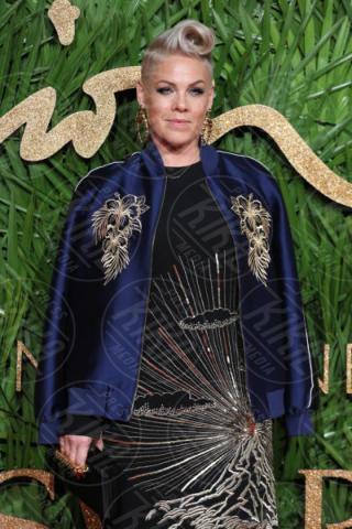 Alecia Moore, Pink - Londra - 04-12-2017 - Selena Gomez & Co.: ai Fashion Awards trionfano bellezza e stile