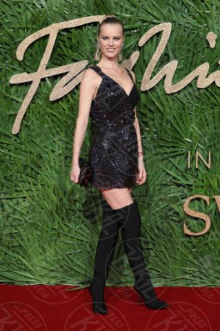 Eva Herzigova - Londra - 04-12-2017 - Selena Gomez & Co.: ai Fashion Awards trionfano bellezza e stile