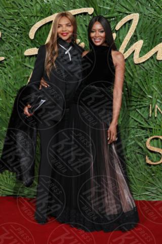 mother Valerie Morris, Naomi Campbell - Londra - 04-12-2017 - Selena Gomez & Co.: ai Fashion Awards trionfano bellezza e stile