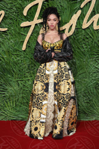FKA Twigs - Londra - 04-12-2017 - Selena Gomez & Co.: ai Fashion Awards trionfano bellezza e stile
