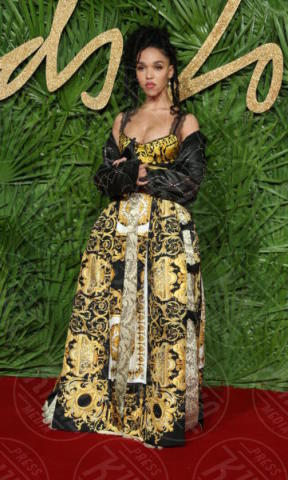FKA Twigs - Londra - 04-12-2017 - Selena Gomez & Co.: ai Fashion Awards trionfano bellezza e stile
