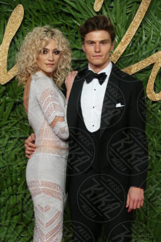 Oliver Cheshire, Pixie Lott - Londra - 04-12-2017 - Selena Gomez & Co.: ai Fashion Awards trionfano bellezza e stile