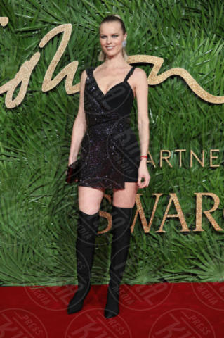 Eva Herzigova - Londra - 04-12-2017 - Selena Gomez & Co.: ai Fashion Awards trionfano bellezza e stile